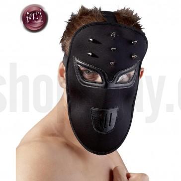 Máscara negra con tachuelas
